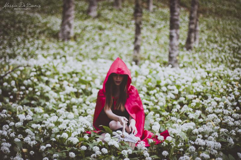 Fiabe #06 || Cappuccetto Rosso nel bosco di bianco