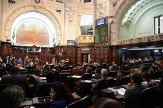 http://vnoticia.com.br/noticia/2186-tjrj-suspende-efeitos-da-sessao-da-alerj-que-soltou-deputados