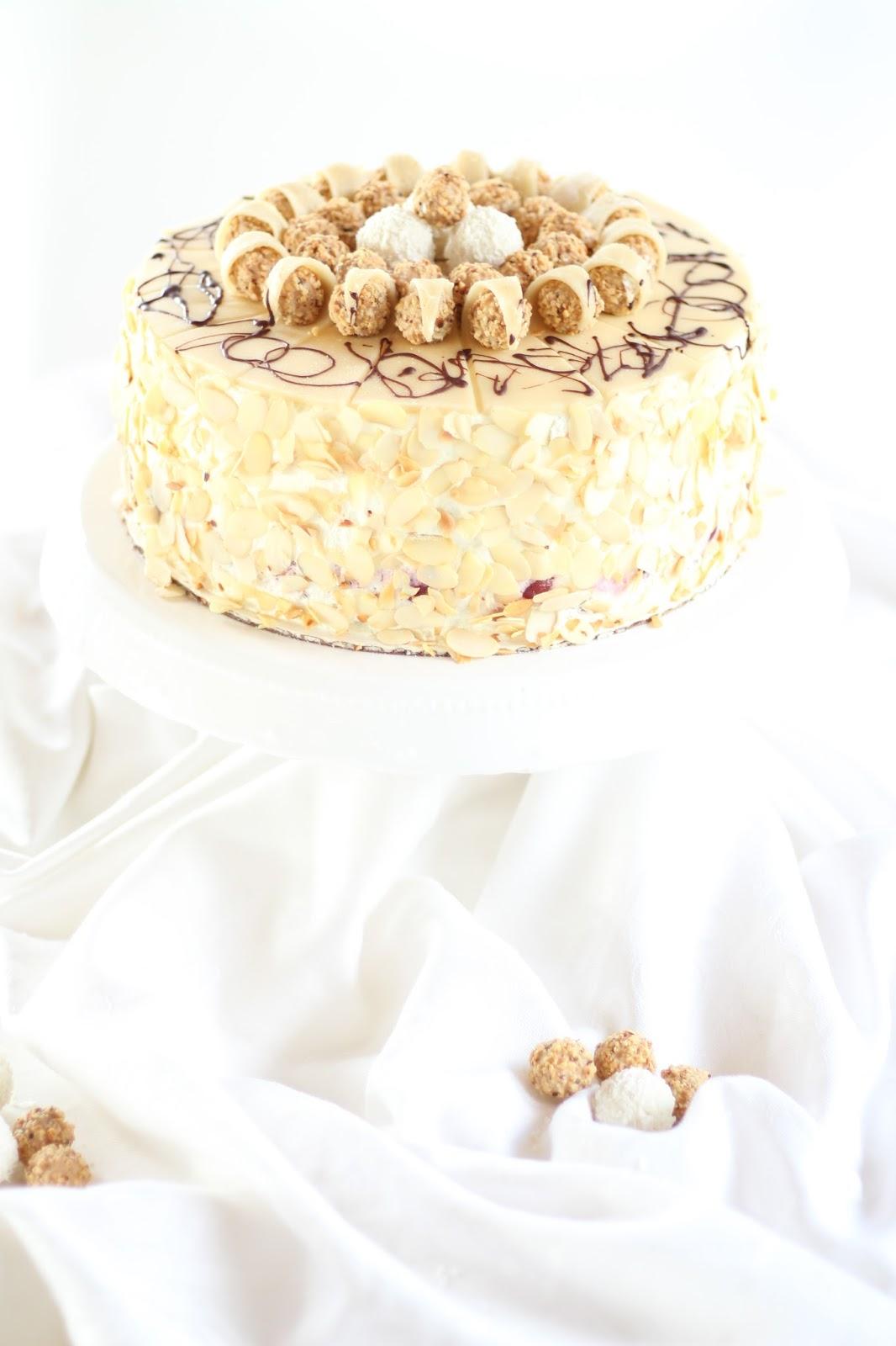 Giotto-Schwarzwälder-Sahnetorte: Traumhafte Torte mit Kirschen, Marzipan und Raffaello-Knusper-Sahne - mit Video