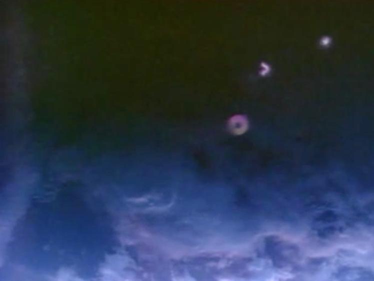 UFO SIGHTINGS DAILY: Glowing UFO Near ISS Creates ...