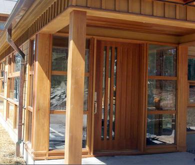 Fotos y dise os de puertas puertas para interiores de madera for Precios de puertas de madera para interior