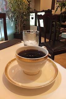 喫茶店でコーヒー。大阪には喫茶店がたくさんある。