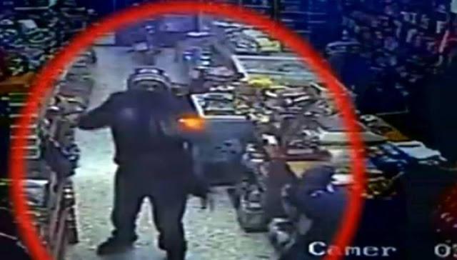 Image result for Τρόμος στον Άγιο Παντελεήμονα- Αλλοδαποί ληστές πυροβόλησαν πελάτες μίνι μάρκετ