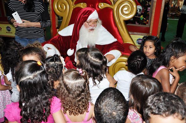 Crianças da rede pública participam de programação natalina