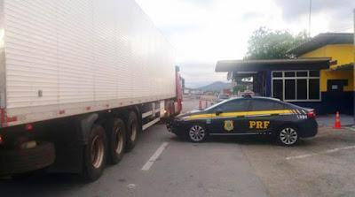 Caminhão carregado com mais de 2.800 litros de cerveja é apreendido na BR-116
