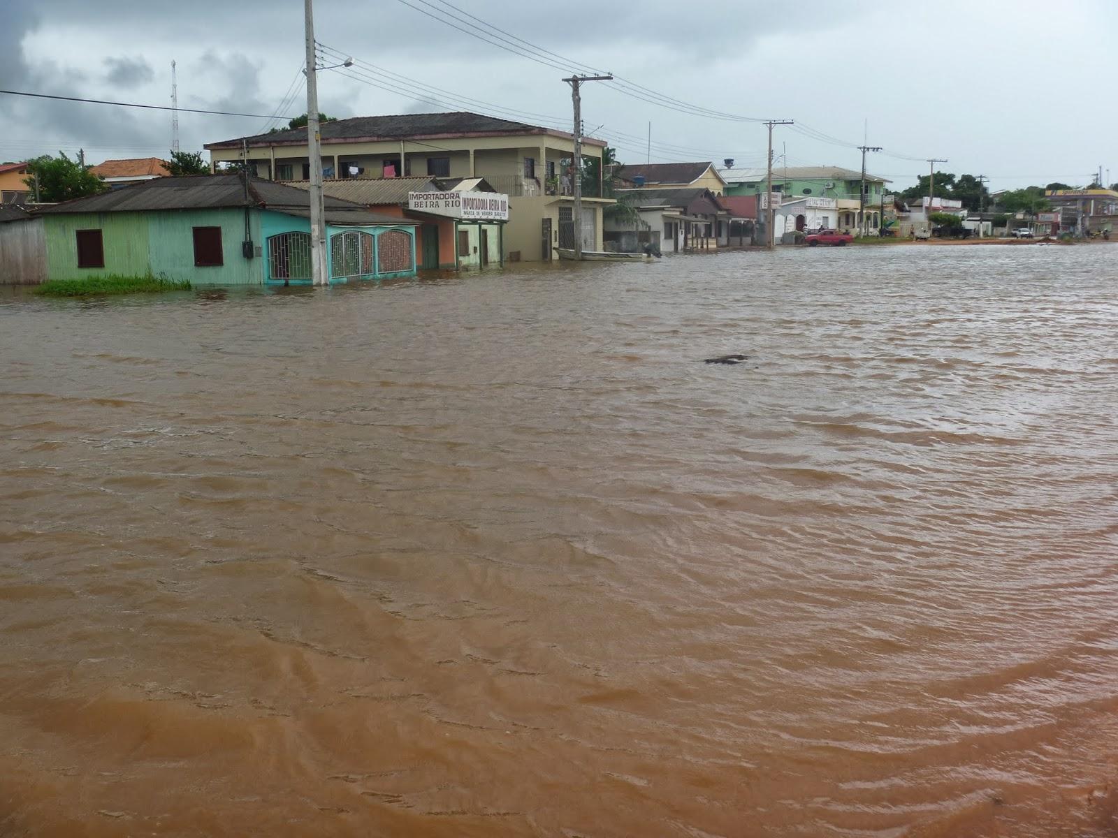Rio Madeira transborda, Rua Monteiro em frente a orla de Humaitá