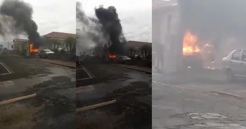 Carro pega fogo em Espírito Santo do Pinhal após curto circuito