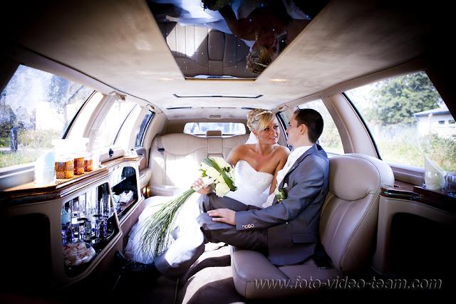 Excalibur Stretchlimousine innen mit dem Brautpaar