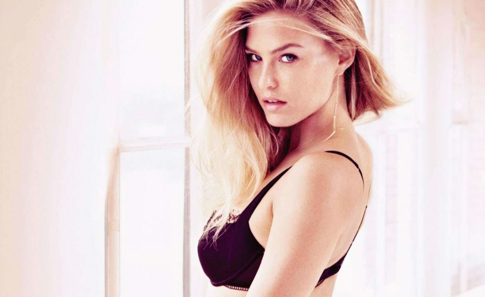 Indian Cute Girl Wallpaper Download Bar Refaeli Very Hot Wallpaper Hot And Sexy Wallpapers