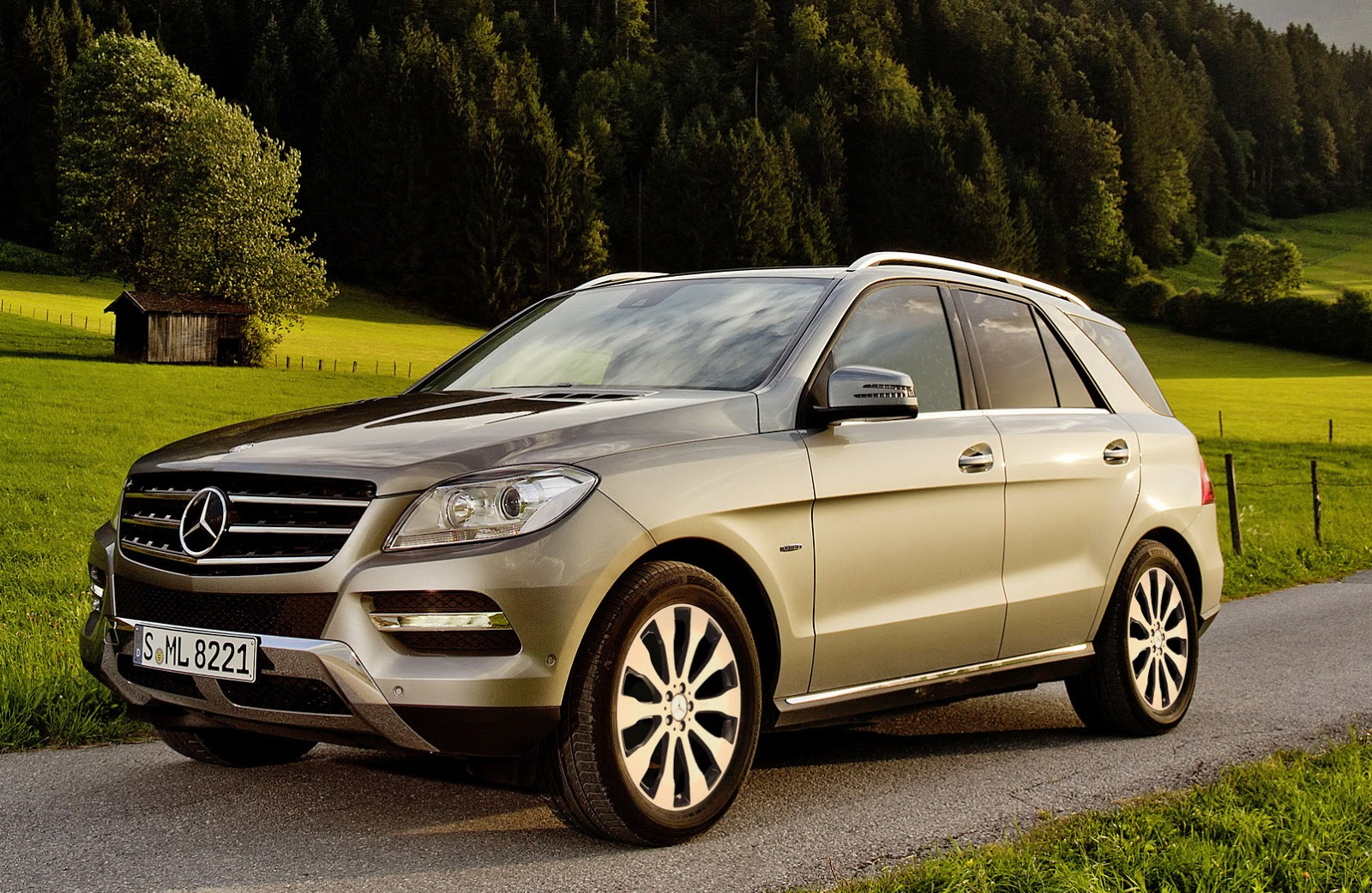 mercedes rolls out new alloy wheels for summer 2015 carscoops. Black Bedroom Furniture Sets. Home Design Ideas