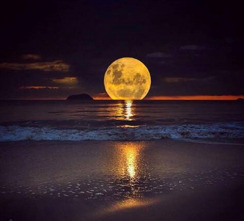 red moon blue sea - photo #49