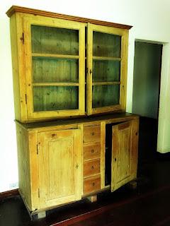 Armário com Portas de Vidro na Casa do Imigrante, São Leopoldo