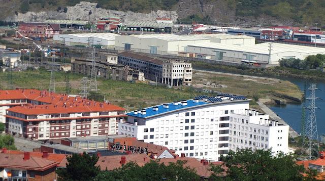Zona industrial del borde de ría