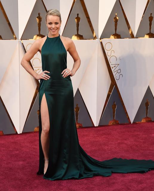 Rachel McAdams posando en la alfombra roja de los Oscars 2016 - Foto: Gtres Online