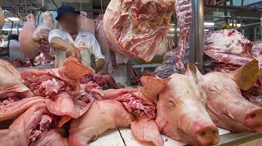 """Carnicero experimentado admite: """"Cuando vemos crecimientos de cáncer en el cerdo, simplemente lo cortamos y lo vendemos a los clientes"""""""