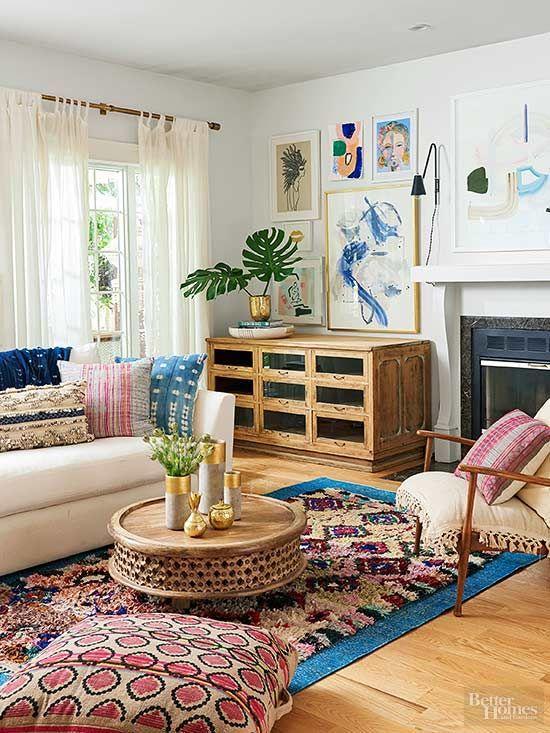 Un salón con una buena atmósfera familiar, necesita de muebles, colores y complementos naturales.