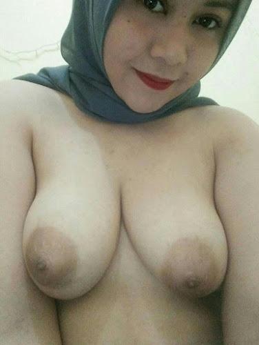 jilbab chubby toket gede