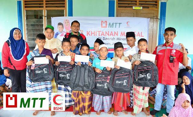 Majelis Taklim Telkomsel - BSMI Adakan Khitanan Massal di Daerah Minoritas
