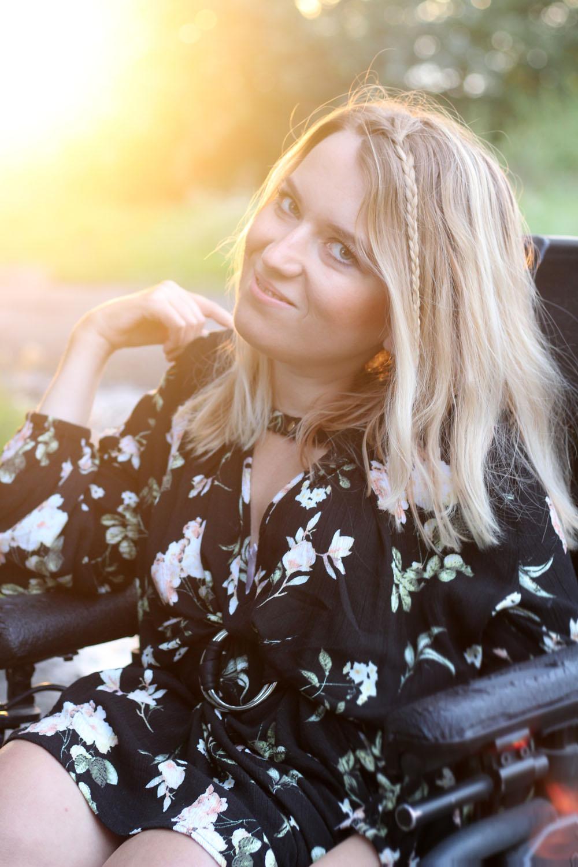 luźna sukienka w kwiaty blog o modzie