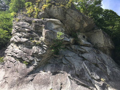 ロッククライミングの練習岩
