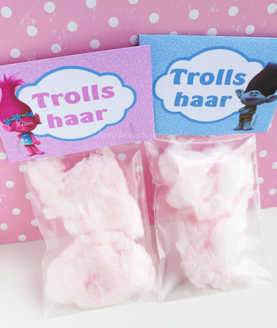 Trolls traktatie, traktatie trolls, trolls uitdelen, uitdelen trolls, poppy traktatie, poppy suikerspin, trolls haar, haar trolls, trolls feest, feest trolls