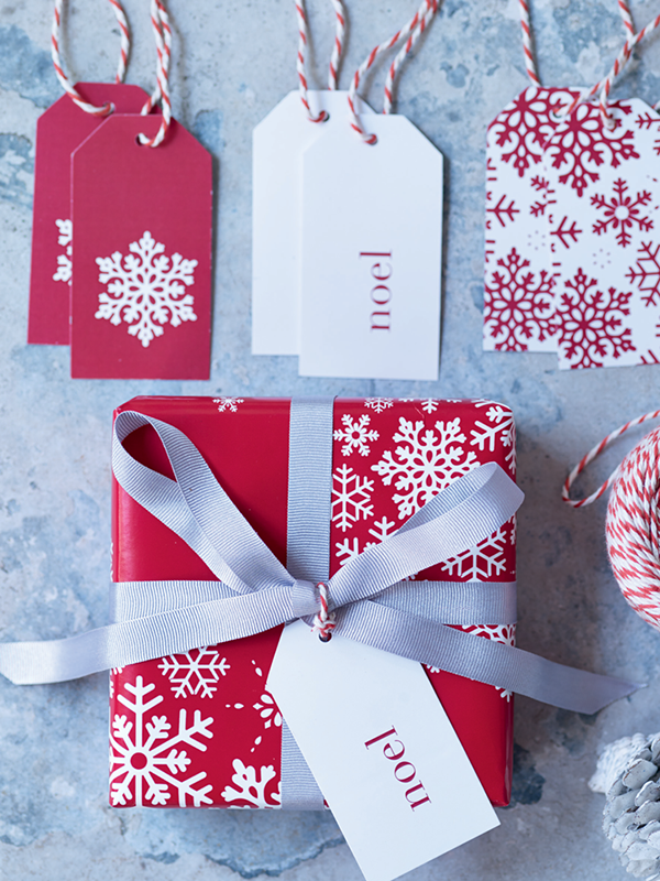 Red and white snowflake christmas gift wrap