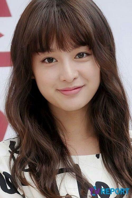 kim ji won long curly haircut