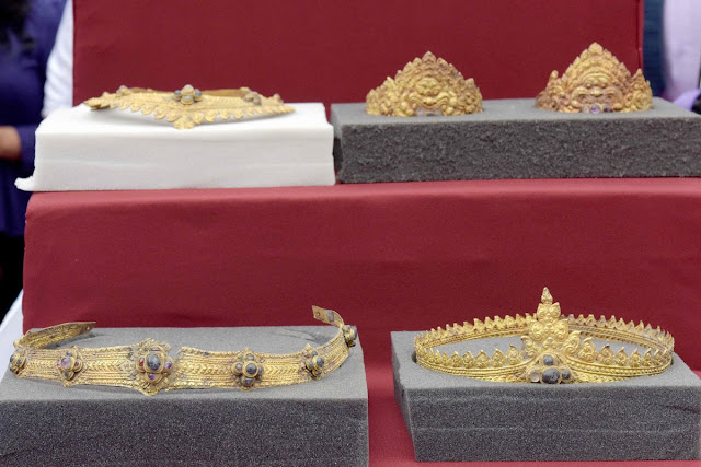 Cambodia gets back looted Angkor jewellery from Britain
