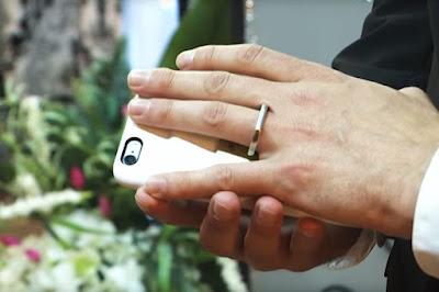 a las vegas si sposa con l'iphone