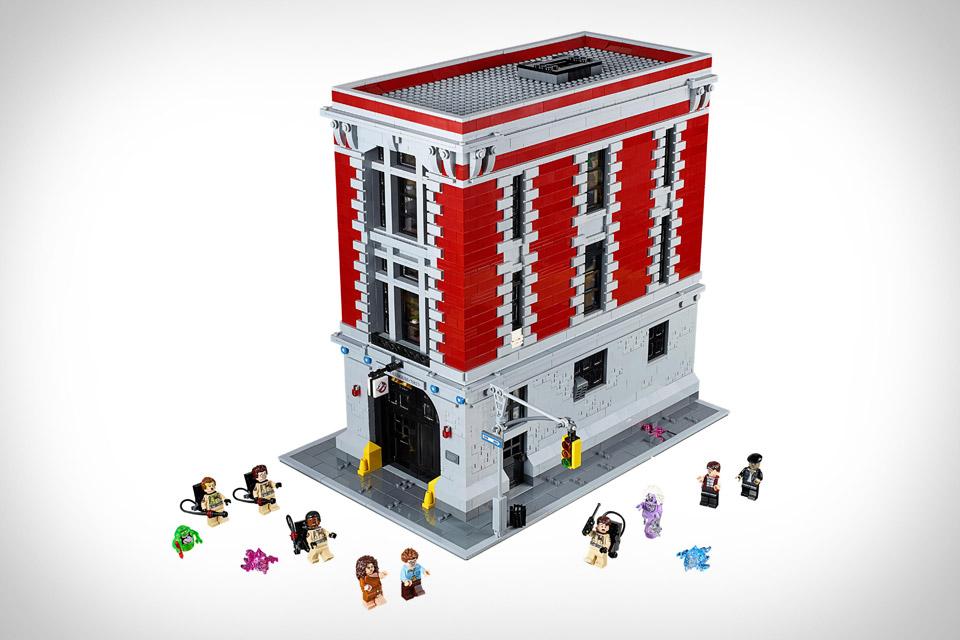 I have already the Ghostbusters  ECTO-1 and can now give it a place to park  with the LEGO Ghostbusters Firehouse HQ. This awesome piece measures over  14