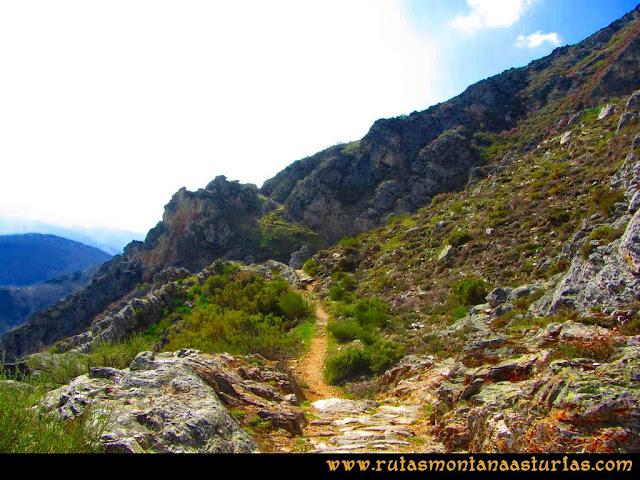 Ruta Retriñon: Camino soleado bajando