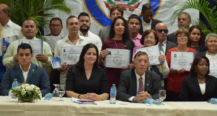 Interior y Policía juramenta a 40 extranjeros como dominicanos