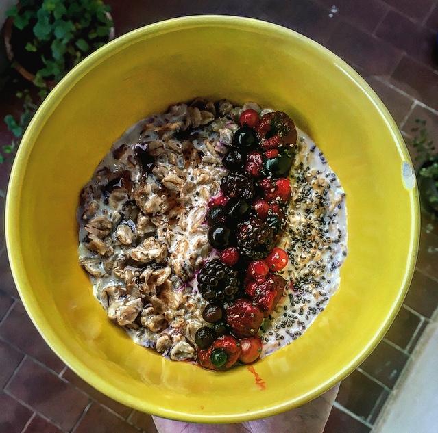 Porridge healthy aux fruits rouges et graines de chia