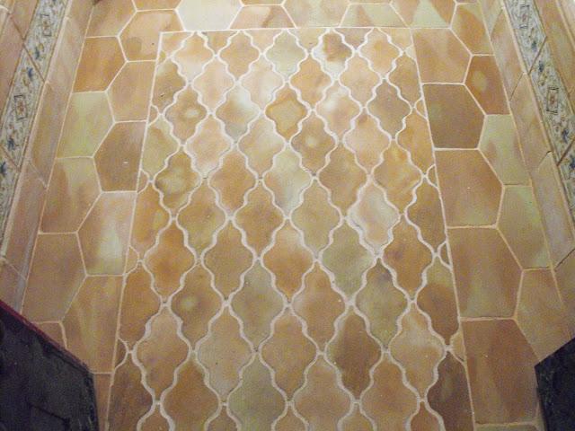 suelo de barro curvilineo