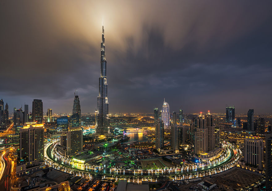 Ring of Darkness - Night-Time Dubai Looks Like It Came Straight From A Sci-Fi Movie