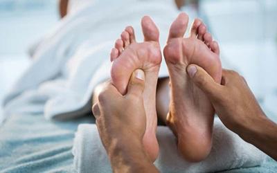 Efek Terapi Pijat Bagi Penderita Asam Urat