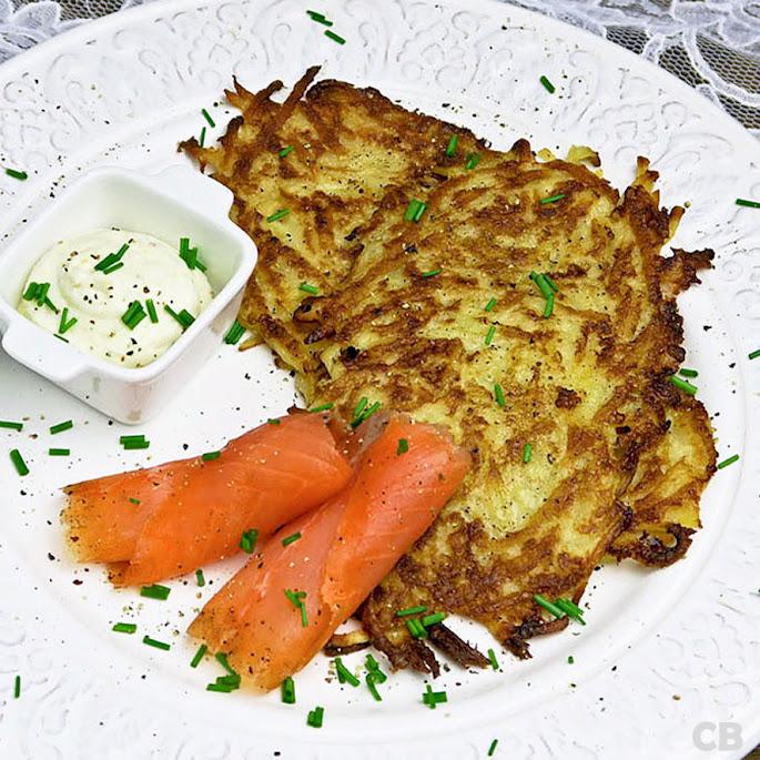 Recept Limburgse riefkeukskes, aardappelpannenkoekjes, met gerookte zalm en mierikswortelroom
