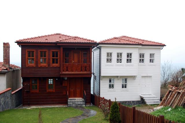 Дома у маяка перед Босфором. Турция.