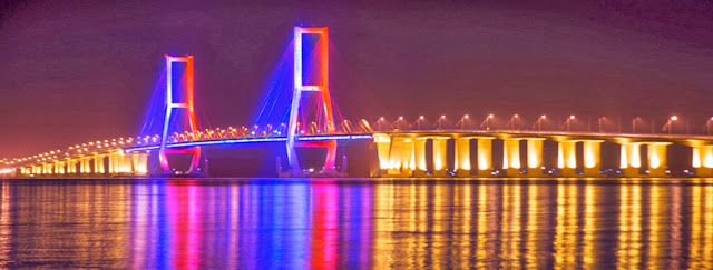 Pembuatan Jembatan Ini Dilakukan Dari Tiga Sisi Baik Sisi Bangkalan Maupun Sisi Surabaya Sementara Itu Secara Bersamaan Juga Dilakukan Pembangunan