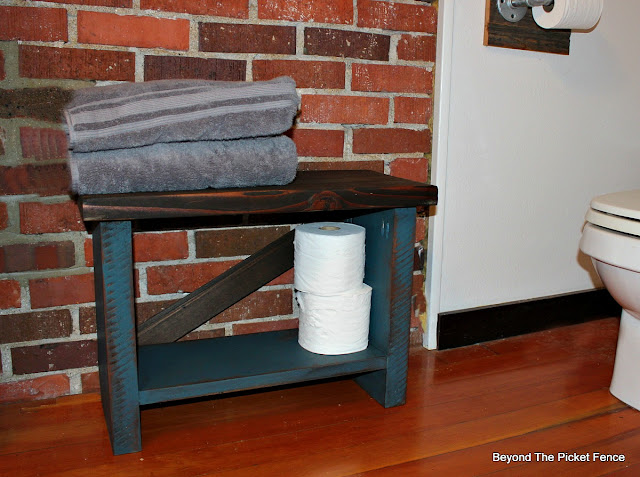 workhorse bench, towel holder, rustic bathroom, reclaimed wood, http://goo.gl/8nQZN1