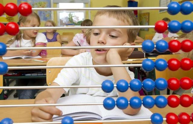 Estimular a criança a participar de jogos desenvolve o raciocínio lógico