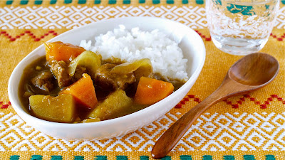 This recipe is for those who cannot get curry roux (curry sauce mix) but want to make Japanese Kare Raisu (Curry and Rice) at home.