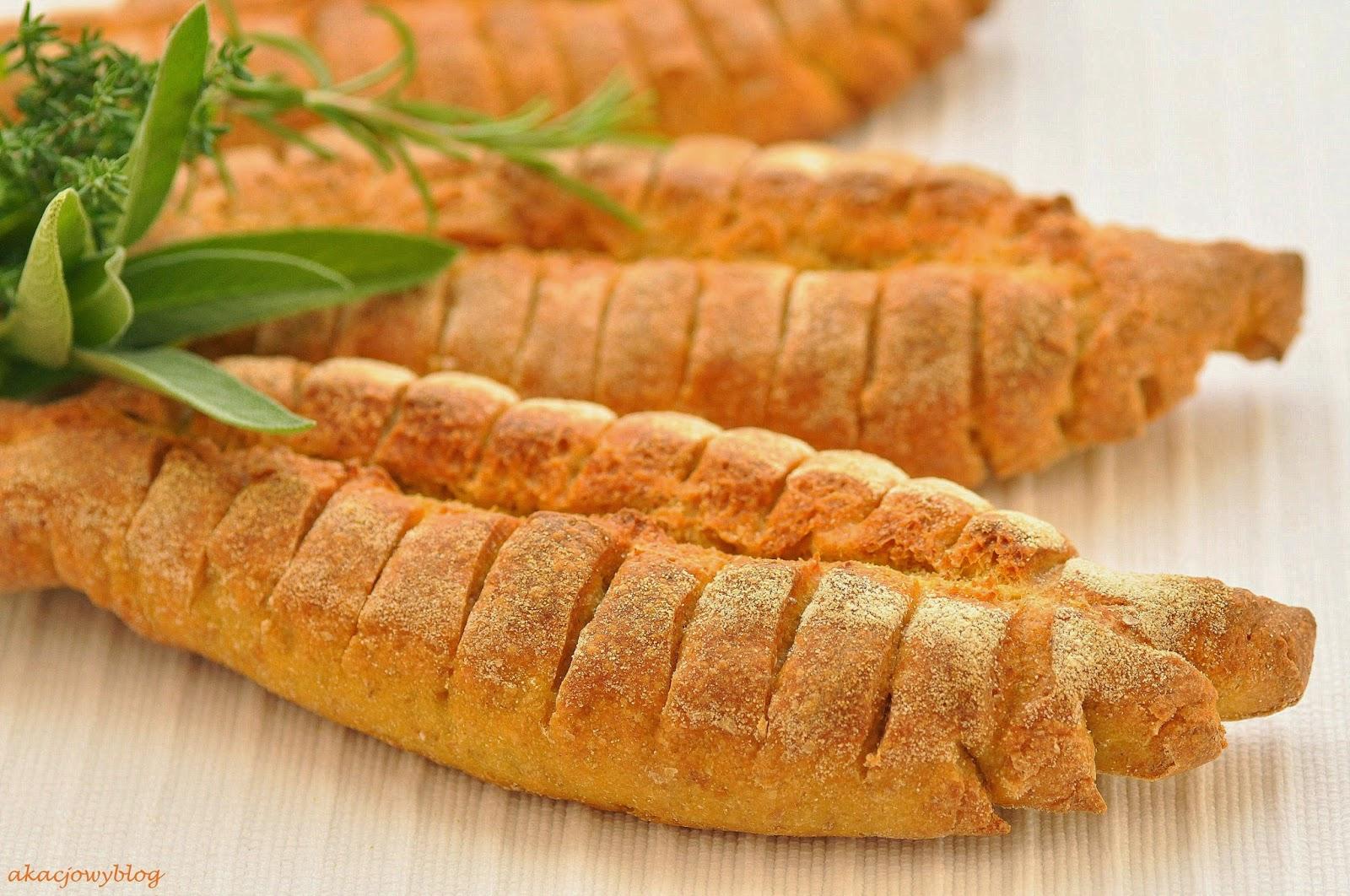Morelowa konfitura z rozmarynem i włoski chleb  pane ibleo