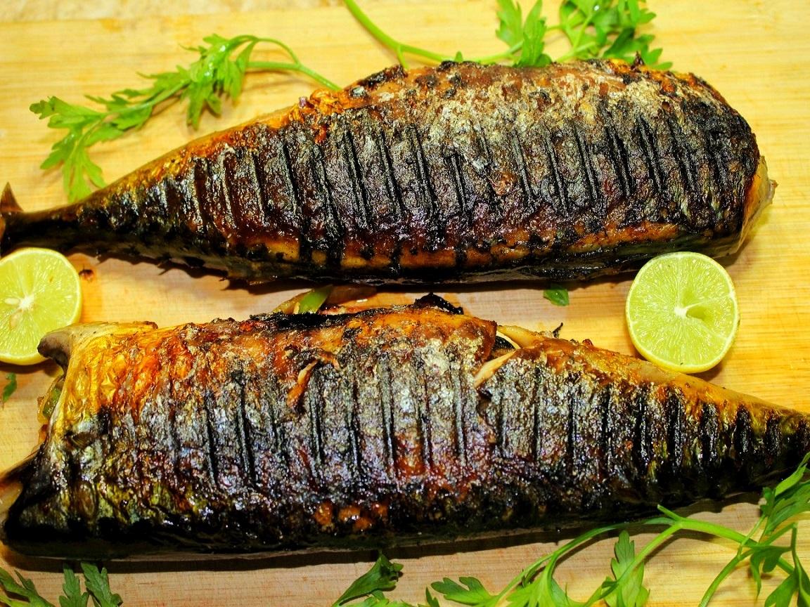 طريقة عمل السمك الماكريل المشوي و المحشي بالبصل و الفلفل و