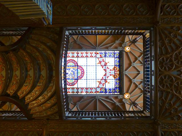 La vidriera desde el piso inferior de Lello e Irmao