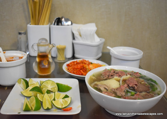 Special Pho in Pho 10 Ly Quoc Su Hanoi