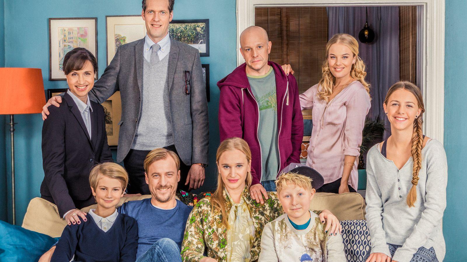 Imagen promocional con el elenco principal de Bonusfiljmen
