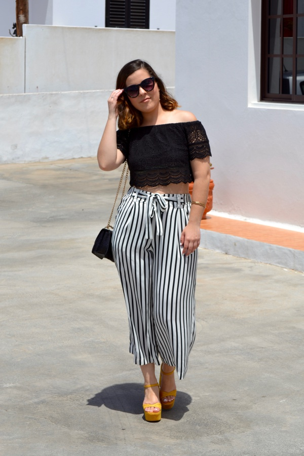 look_crop_top_crochet_pantalones_culotte_lolalolailo_02