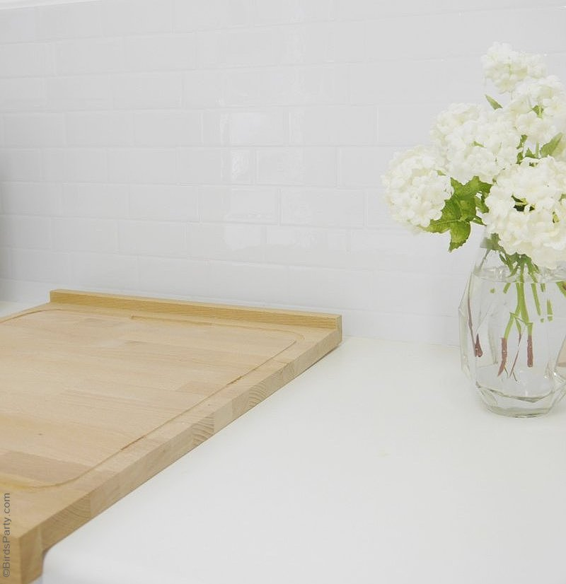 DIY Crédence Relooking avec SmartTiles® - une manière facile et rapide de relooker votre cuisine avec du carrelage adhésif! by BirdsParty.fr @birdsparty
