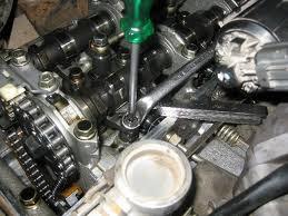 como ajustar las válvulas del automovil